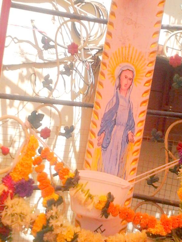 L'Eglise de Bombay reste prudente à propos du Crucifix ruisselant de sang Photo0038