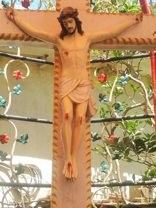 L'Eglise de Bombay reste prudente à propos du Crucifix ruisselant de sang Photo0039