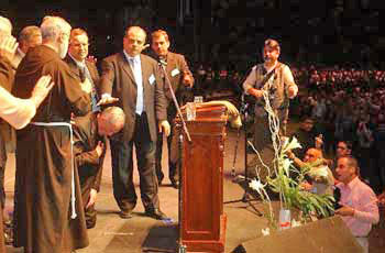 "The Archbishop of Buenos Aires kneels down to receive the ""blessing"" of Protestant ministers and Fr. Raniero Cantalamessa - Buenos Aires, 2006"